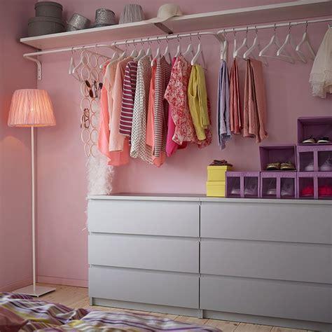 Ikea Malm Kleiderschrank by Ein Begehbarer Kleiderschrank Mit Malm Kommoden Mit 3