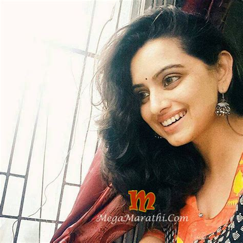 shruti marathe actress marathi shruti marathe marathi actress biography photos images pics