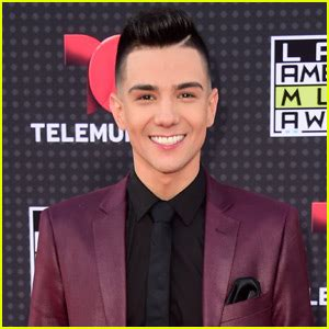 hair cuts like luis coronel who is luis coronel get to know the chart topping