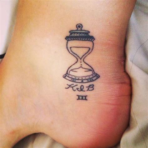 simple tattoo 4 u nice size hourglass tattoo tattoos pinterest nice