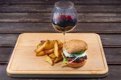 cucinare l hamburger anche l hamburger ha il suo vino cucinare it