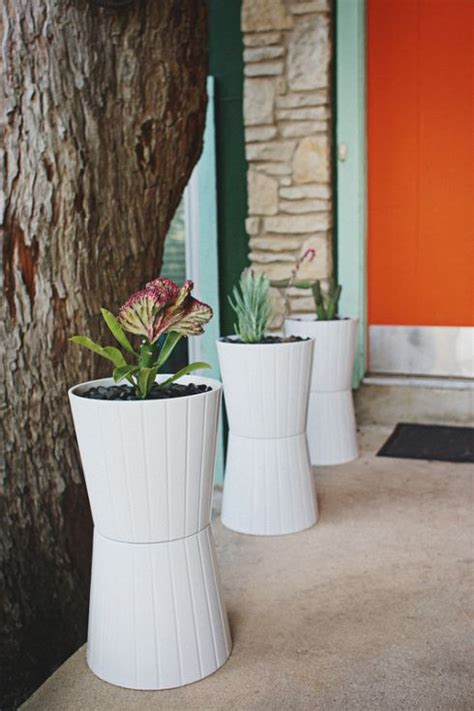 Cheap Modern Planters by 25 Best Ideas About Painted Trash Cans On