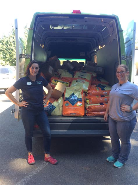 tacoma humane society dogs kitsap humane society 37 000 lbs of pet food donated and distributed