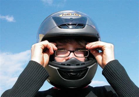Motorradhelm Richtig Aufsetzen richtig kaufen zehn tipps zum helmkauf motorradhelme