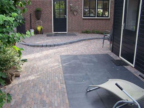 terrasse 60x60 bestrating klassiek met waaltjes gecombineerd met strakke