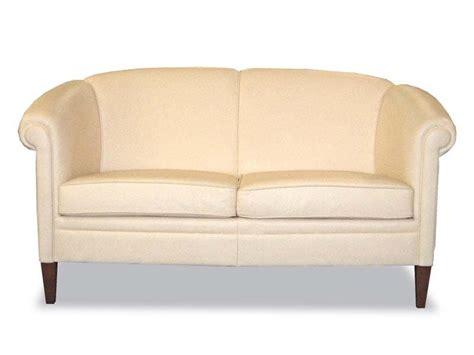 divano in stile divano in stile in pelle per salotti idfdesign