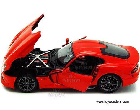 Diecast Burago 124 Dodge Viper Gts Coupe Biru 2013 dodge srt viper gts top 34271 1 24 scale maisto