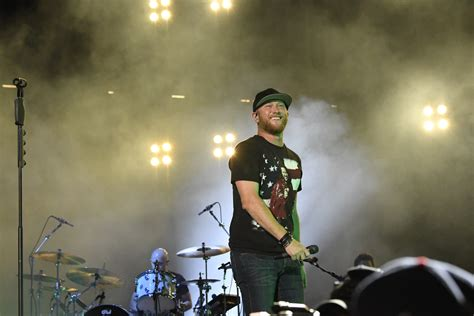 cole swindell fan cole swindell is giving all of it to fans with fall tour