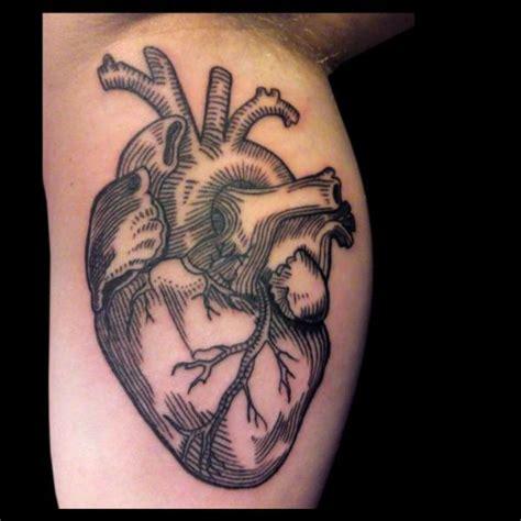imagenes de tatuajes de un corazon tatuaje brazo corazon dibujar por gallon tattoo