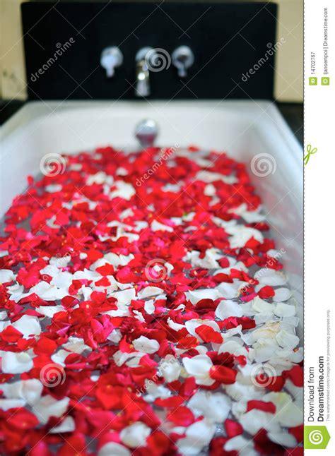 Romantische Badewanne by Romantische Badewanne Mit Blumen Stockbild Bild 14702767