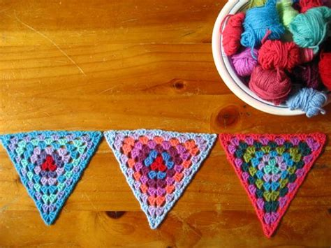 pattern for granny triangle granny bunting crochet triangles pattern video