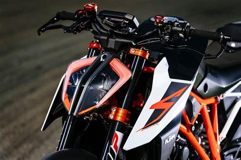 Superduke Ktm 2017 Ktm 1290 Duke R With Race Kit Review Weaponized