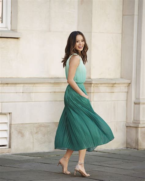 Daster Dress Midi Banana take a twirl in our pleated green ombre midi length dress the twist detail makes this