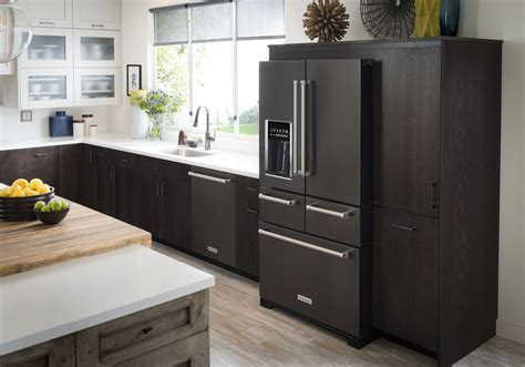 5 Kitchen Design Inspirations for New Black Stainless