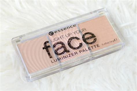 Essence Highlighter 1 essence light up your luminizer palette gek op make up