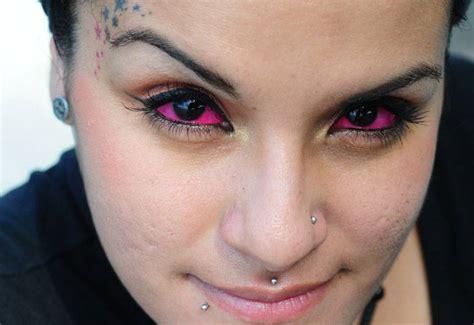 imagenes ojos tatuados tatuajes en los ojos una peligrosa moda actual viveguapa