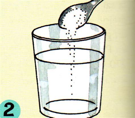 Comprobando El Peso Del Agua Dulce Y Agua Salada