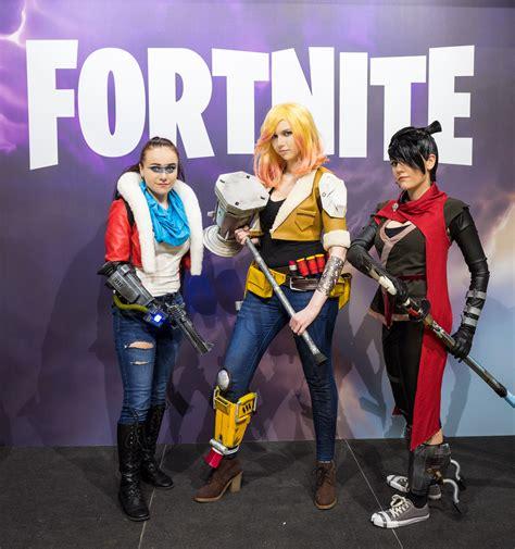 fortnite costumes file fortnite cosplayers at gamescom 2017 jpg wikimedia