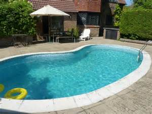 holiday home with swimming pool for rent near eastbourne family home with outdoor living room and pool modern
