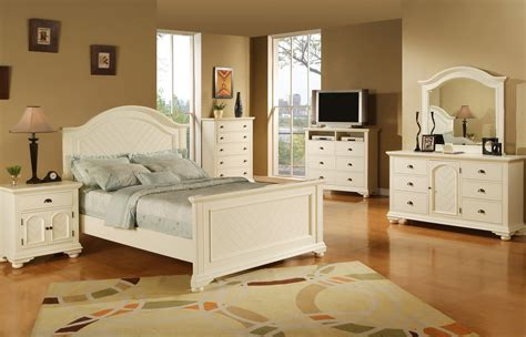 White And Wood Bedroom Furniture by Furniture Bedroom Sets For Solid Wood White