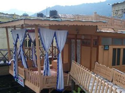 houseboat young bombay houseboat young bombay srinagar book guesthouse at