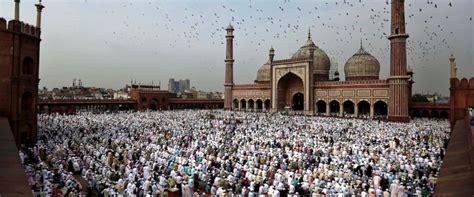 muslim world celebrates end of ramadan with eid al fitr