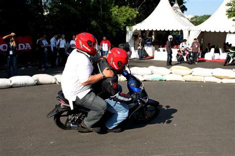 Keteng Supra X Helm In Original Ahm ride suprax 125 helm in gilamotor