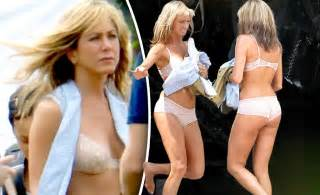 jennifer aniston pubic hair jennifer aniston did what to her hair stylecaster photo