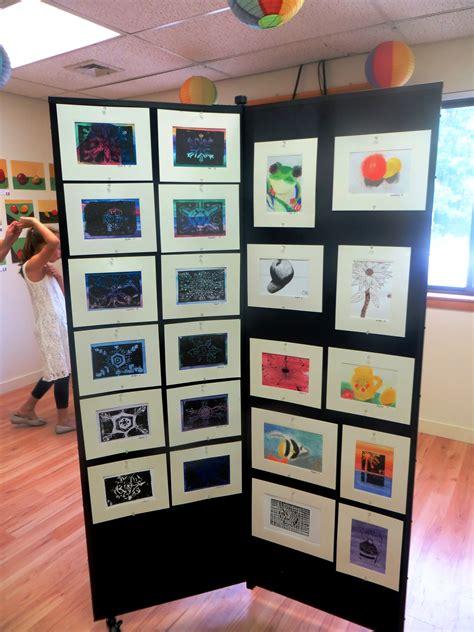 ways to display artwork creative ways to display student artwork screenflex