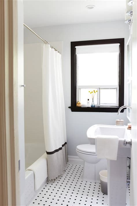 Photo Gallery: 20 Small Bathrooms