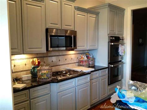 Different Ways To Paint Kitchen Cabinets by Painted Kitchen Cabinets Two Different Colors Datenlabor