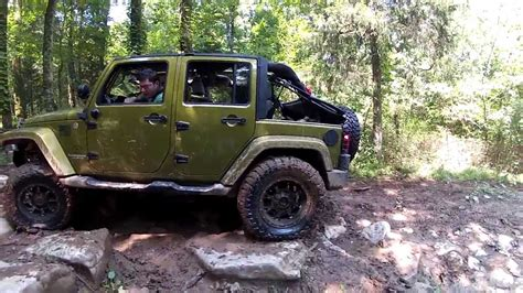 jku jeep jeep jku slams a tree
