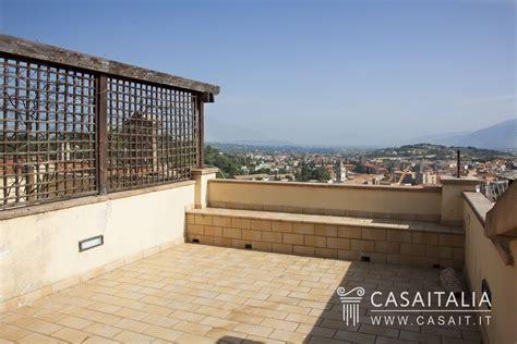 appartamenti con terrazzo appartamento in vendita nel centro storico di spoleto