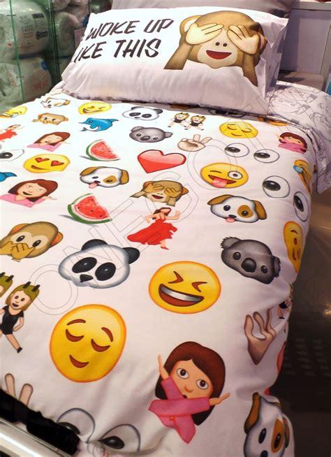 emoji wallpaper bedroom the 25 best emojis ideas on pinterest emoji emoji