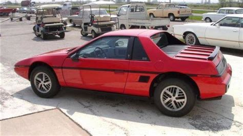 1984 Pontiac Fiero by 1984 Pontiac Fiero Photo Gallery Autoblog