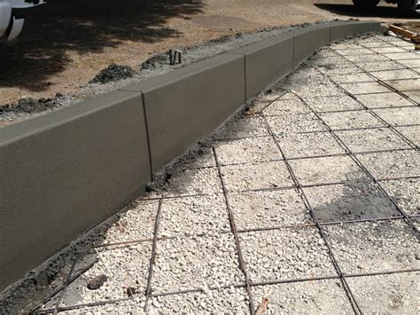 the seams on a sted concrete wall disappear when the concrete retaining wall with control joints concrete in