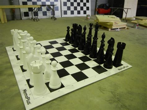 woodvertising outdoor chess set