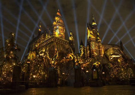 universal studios hollywood light show nighttime lights at hogwarts castle coming to ush