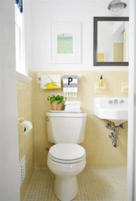 yellow tile bathroom ideas 1000 ideas about yellow tile bathrooms on pinterest