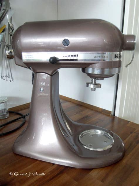 My new sweetheart in the kitchen: the macadamia KitchenAid : Coconut & Vanilla