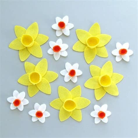 pattern for felt daffodil bugs and fishes by lupin
