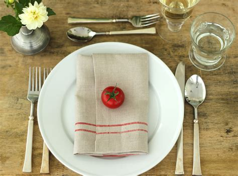simple table setting jenny steffens hobick summer table setting tomato