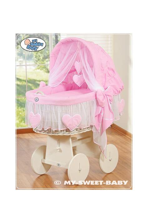 culla in vimini per neonato culla vimini neonato cuori rosa bianco