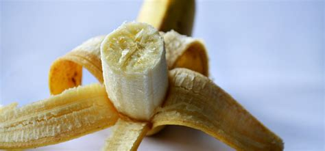carbohydrates 1 banana banana nutrition and your health carbs calories and more