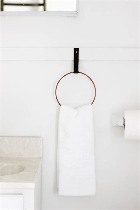 where to put hand towel in bathroom 100 diys to give your home a makeover this summer