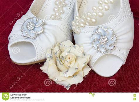 Hochzeitsschuhe Mit Perlen by Sch 246 Ne Hochzeitsschuhe Mit Perlen Und Blume 15215816 Jpg