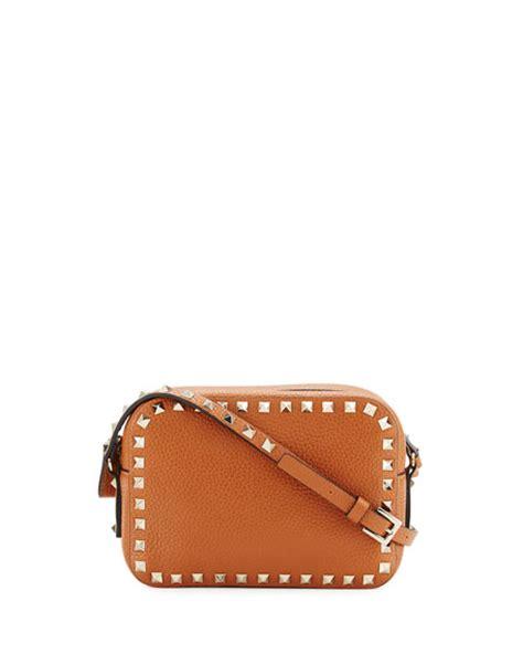 Valentino Small 21 Rockstud valentino garavani rockstud small zip top bag