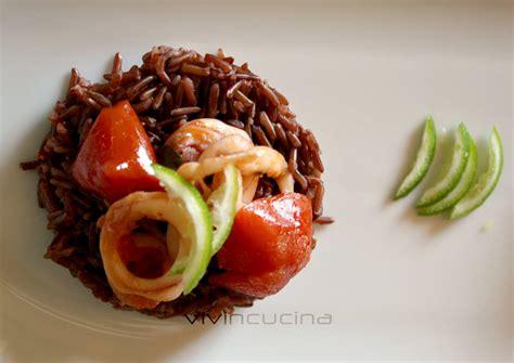 cucinare il riso rosso riso rosso e calamari ricetta semplice