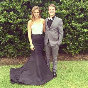 Sadie robertson attends prom with cousin after splitting from