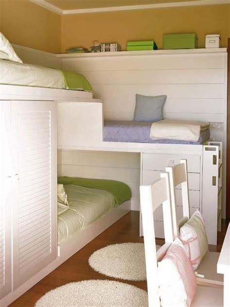 Bunk Beds For Small Rooms decora 231 227 o um quarto para tr 234 s irm 227 os bagagem de